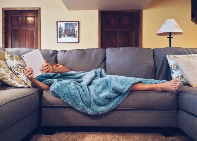 Le canapé : plus qu'un meuble d'apparat, un accessoire multi-usage